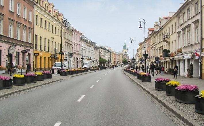 Ulica kontra galeria