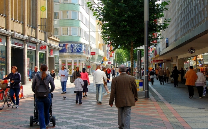 Ulice handlowe walczą o klientów z galeriami