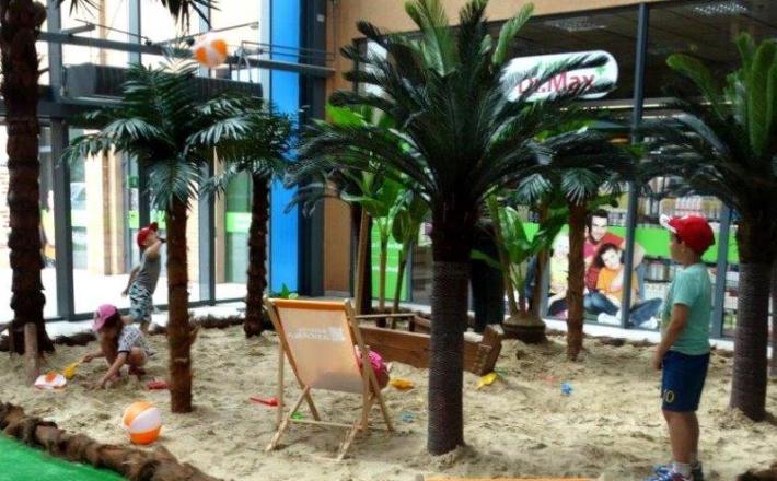 Plaża w centrum handlowym