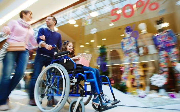 Niepełnosprawni w centrach handlowych